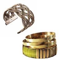 Bracelets vieillis et dorés